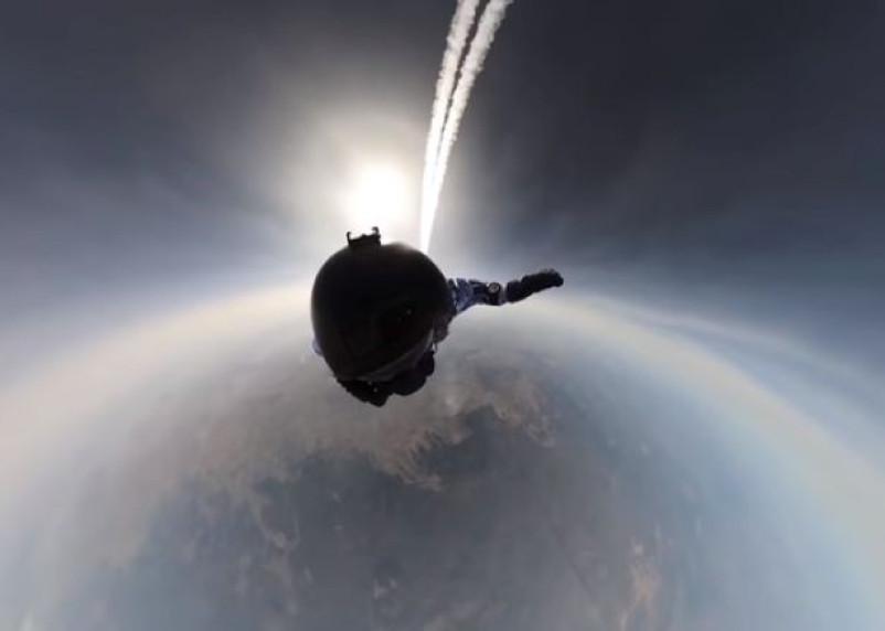 Первые в мире. Российские десантники прыгнули в Арктике с высоты 10 км