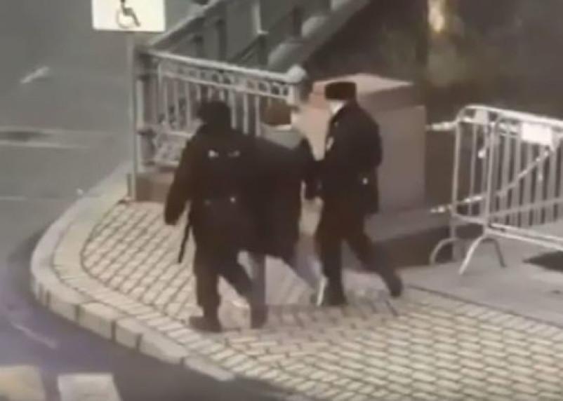 Задержанный на Патриарших Иисус рассказал, почему пожелал полицейским «сдохнуть»