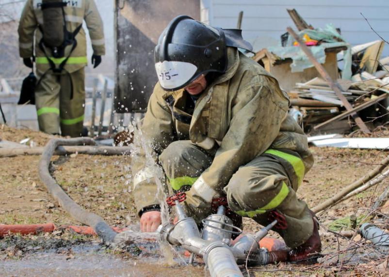 В Рославльском пожаре в огне пострадал человек