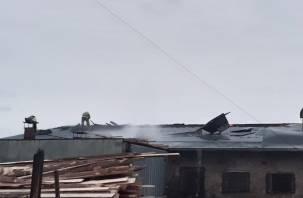 В Гагаринском районе 5 пожарных машин тушили столярный цех