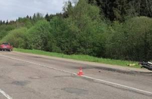 В Смоленской области мотоциклист подбил иномарку и попал в больницу