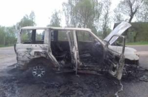 В Смоленской области «УАЗ» сгорел по дороге