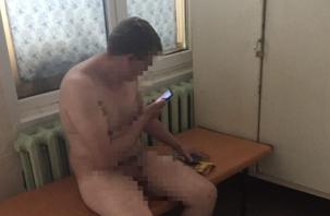 В Смоленской области голый мужчина разгуливал по улицам. В Сети появились «сексуальные видео»