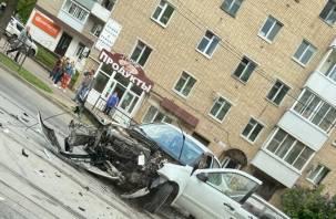 Жесткое столкновение трех автомобилей произошло в Смоленске
