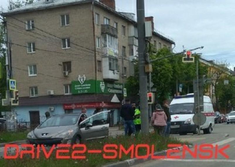В Смоленске под колеса иномарки попала пенсионерка