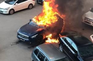 В Смоленском районе от огня пострадали три автомобиля