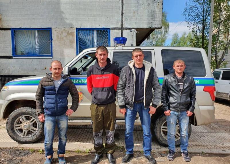 Смолянин на пикапе пытался нелегально провезти четырех иностранцев
