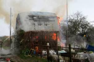 Разряд молнии попал в дом-дачу в Сафонове