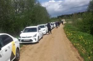 Смоленские таксисты провели акцию в память зверски убитого коллеги