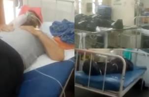 Зараженные коронавирусом лежат и спят рядом с трупами. В Сети появилось жуткое видео из больницы