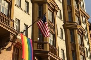 Путин объяснил появление флага ЛГБТ на здании посольства США в Москве