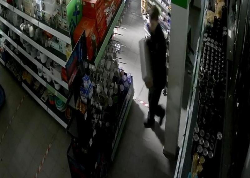 Смолянин разгромил торговый центр, забрал кассовые аппараты и попался