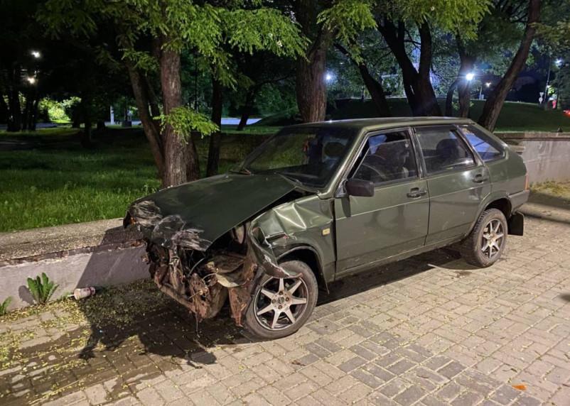 В Смоленске жестко столкнулись два автомобиля