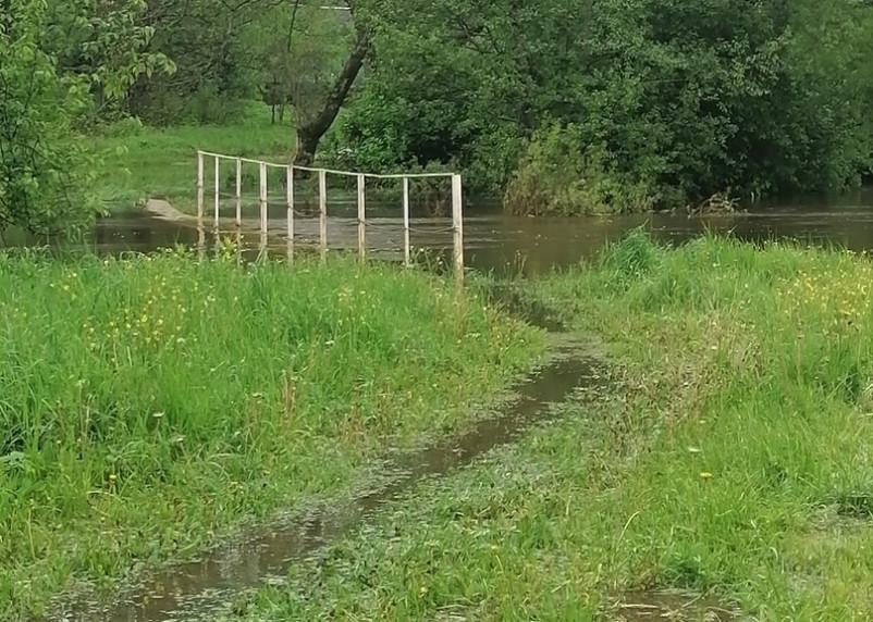 В Рославльском районе река затопила мост