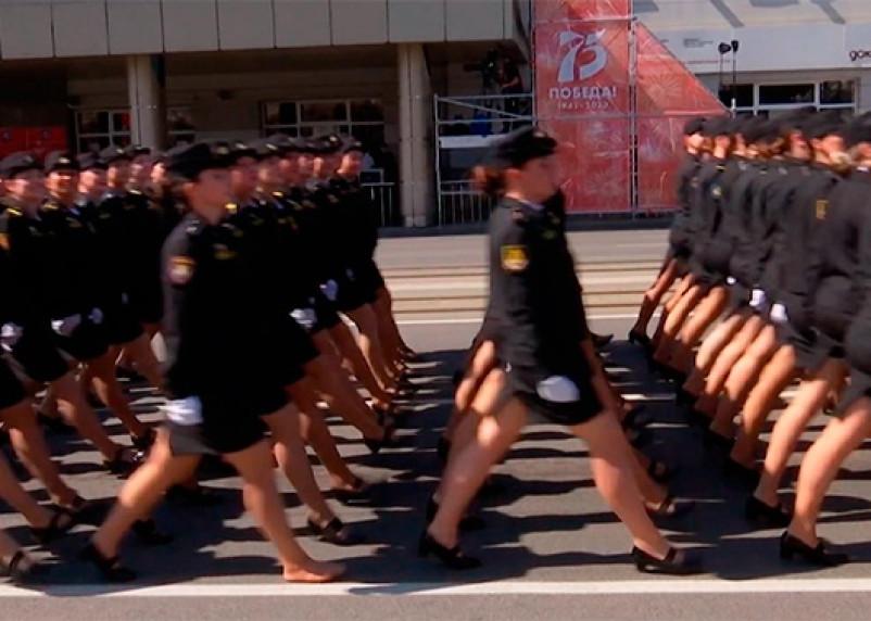 Золушка флота. В Калининграде наградили участницу парада, потерявшую туфлю
