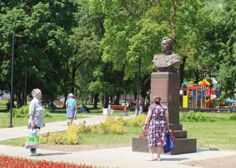 В Смоленске открыли памятник Кутузову