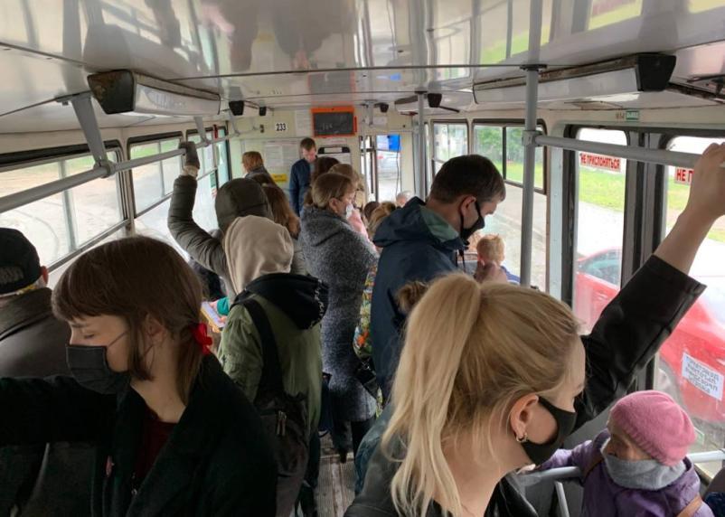 Смоляне жалуются на переполненный общественный транспорт в период пандемии
