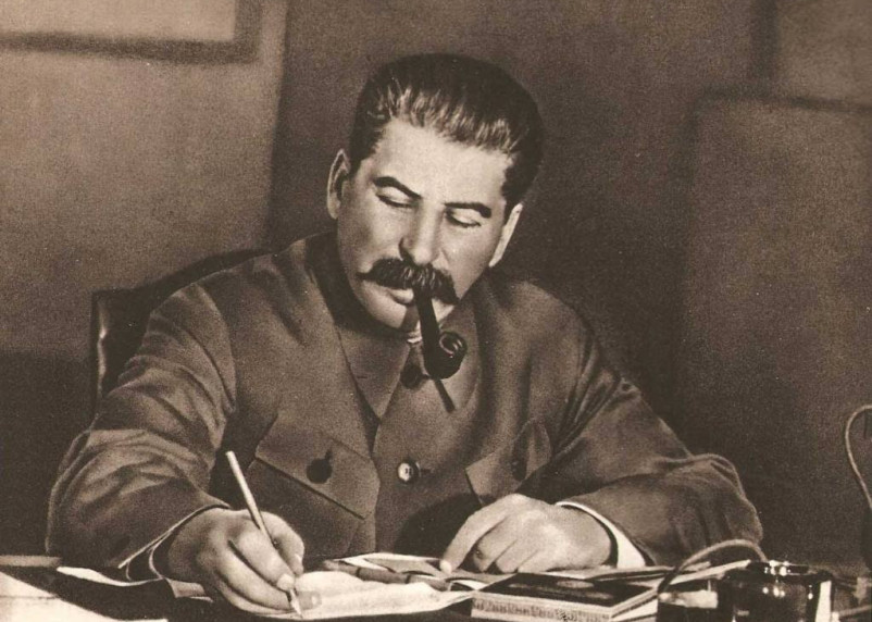 В российском регионе установили памятник Иосифу Сталину. Власти против