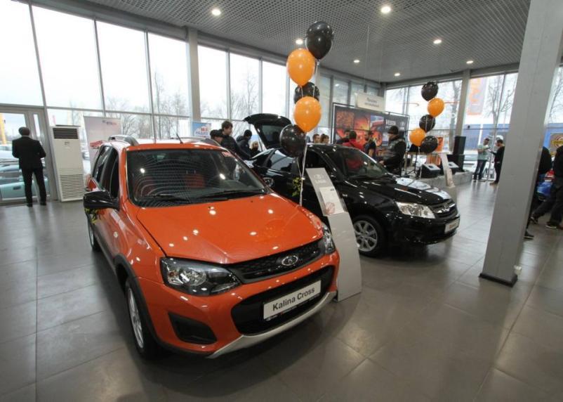 Спрос россиян на машины породил дефицит в автосалонах