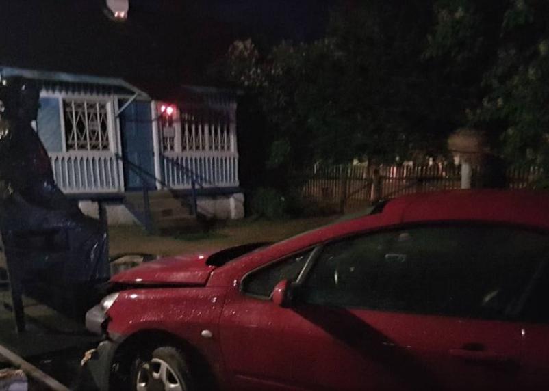 В Смоленской области автомобиль протаранил памятник матери Гагарина