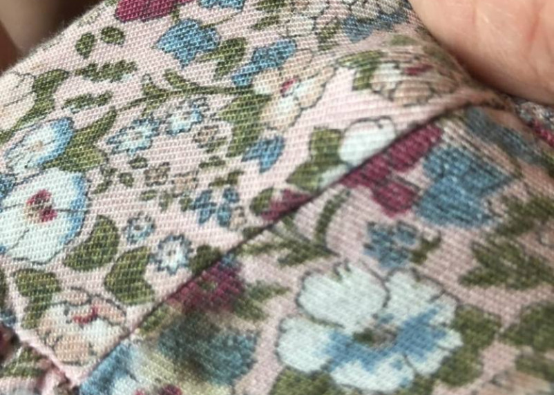 Неизвестные бросили окурок в детскую коляску с грудной смолянкой