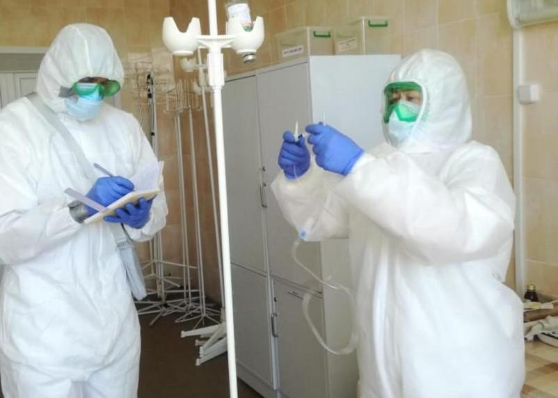 «Работать в экстренном режиме нам не привыкать». Будни врачей инфекционного отделения Красного Креста