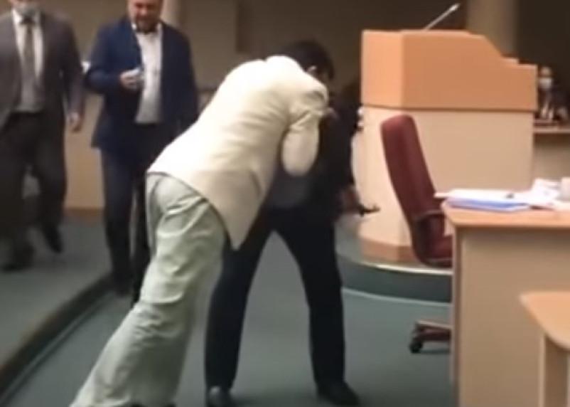 Драка депутатов облдумы: скандальное видео попало в Сеть