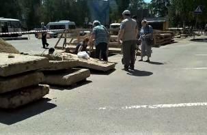 В Смоленской области днем женщина провалилась в траншею
