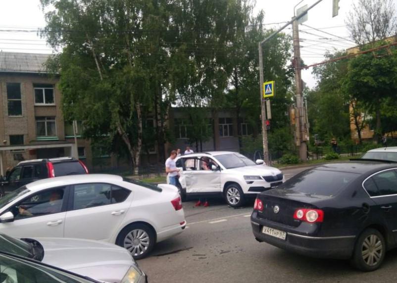 В Смоленске ДТП на Кирова остановило движение в центр