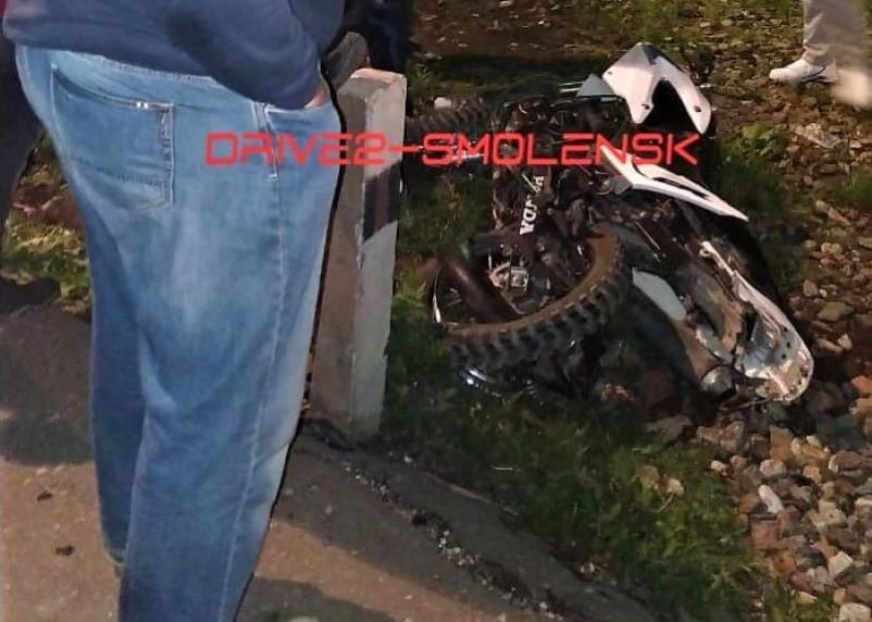 Локомотив насмерть сбил мотоциклиста в Смоленске