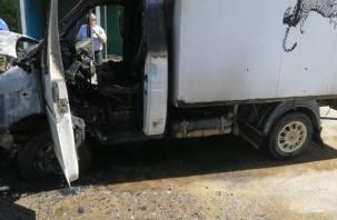 В Смоленской области на ходу загорелся фургон