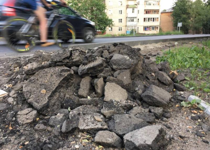 Главу монастырщинской администрации оштрафовали за ремонт дорог