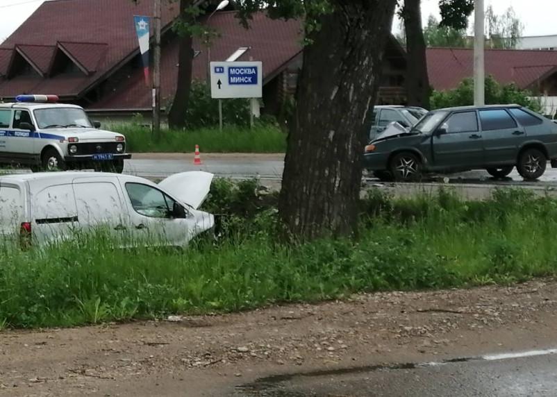 В Смоленске на Кутузова произошло жесткое ДТП