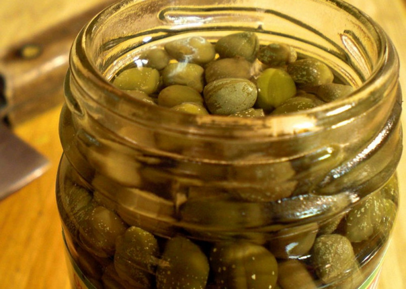 Ученые заявили, что маринованные каперсы могут стать лекарством от эпилепсии и аритмии