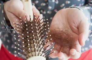 У переболевших коронавирусом волосы «лезут прядями»