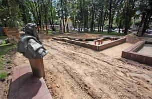 В Смоленске начали реконструкцию сквера возле бюста Пушкину