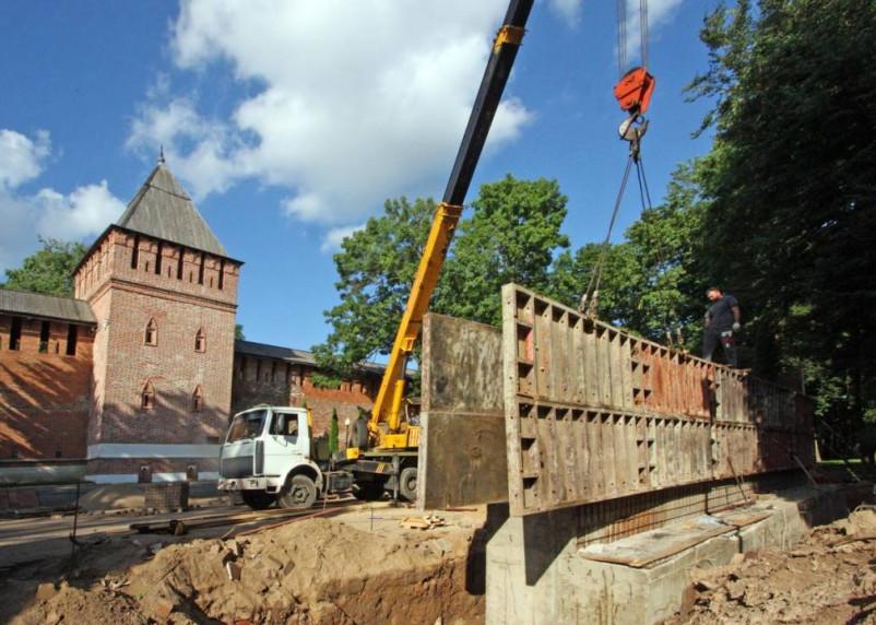 В сквере Памяти героев в Смоленске кипят строительные работы