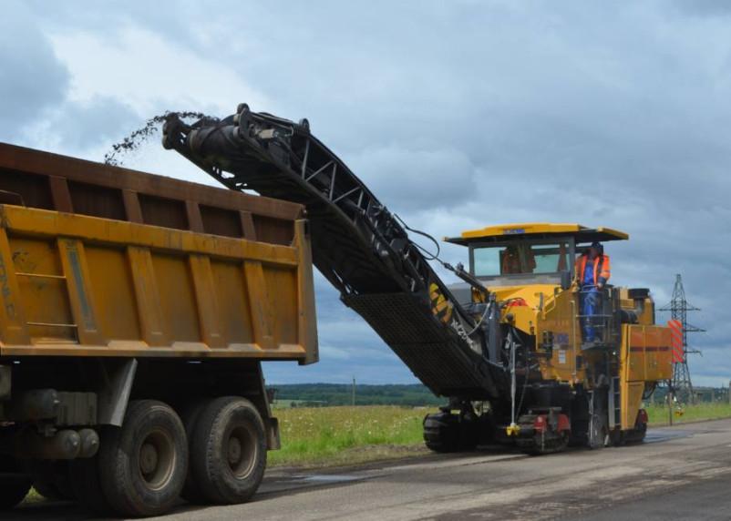В Монастырщинском районе начался ремонт дороги