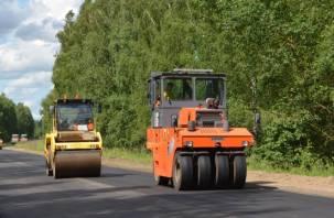 В Монастырщинском районе ведется ремонт дороги