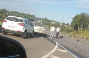 «Лежит без движения». В Смоленской области произошло ДТП с пострадавшим