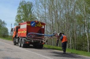 В Смоленской области ведется ямочный ремонт дорог
