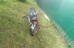 В Смоленской области мотоциклист протаранил столб. Погиб пассажир