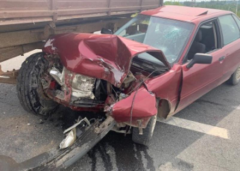 В Рославльском районе трактор подбил Ауди. Водитель легковушки госпитализирован