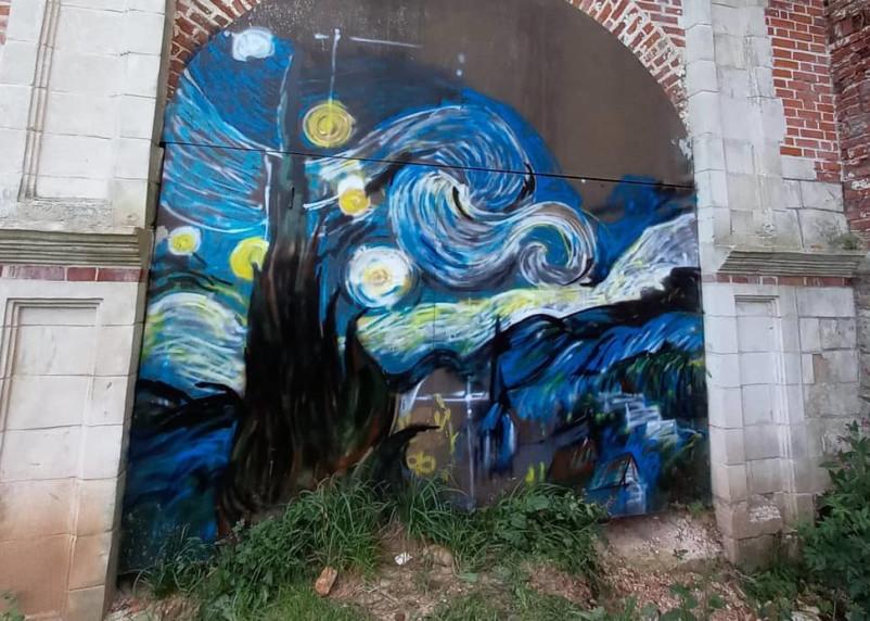 Смоленскую крепость украсили граффити