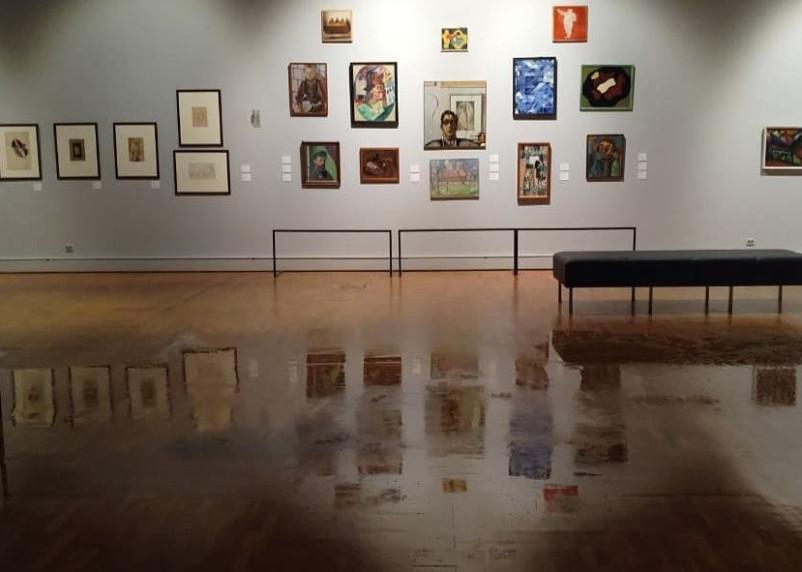 Проливной дождь затопил Третьяковскую галерею