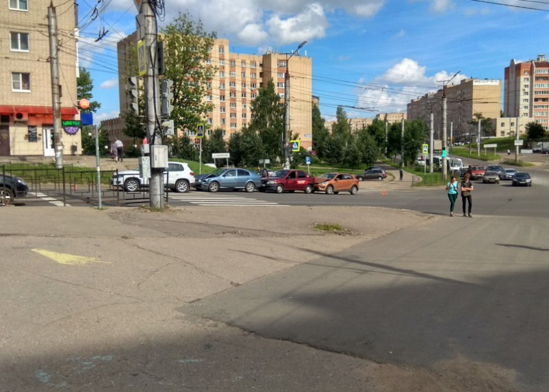 В Смоленске на Румянцева произошло массовое ДТП