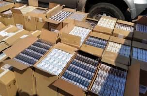 В Рославльском районе поймали липчанина с 28 000 пачками контрафактных сигарет