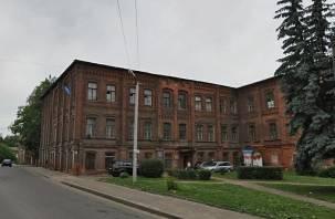 В Смоленске реконструируют историческое здание на набережной Днепра