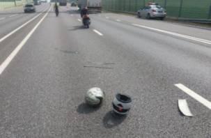 В Смоленском районе мопед влетел под колеса фуры