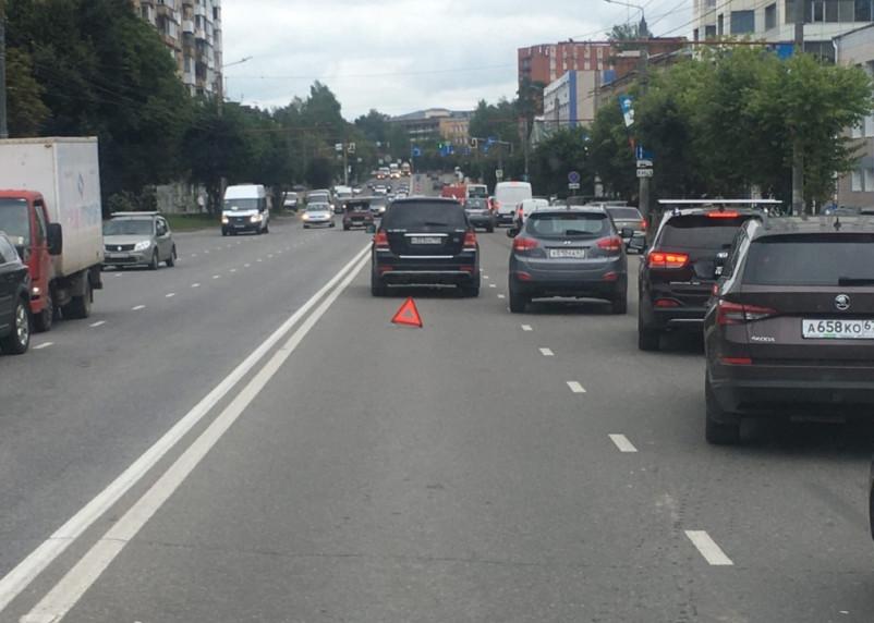 Два ДТП на улице Кирова серьезно затрудняют движение транспорта